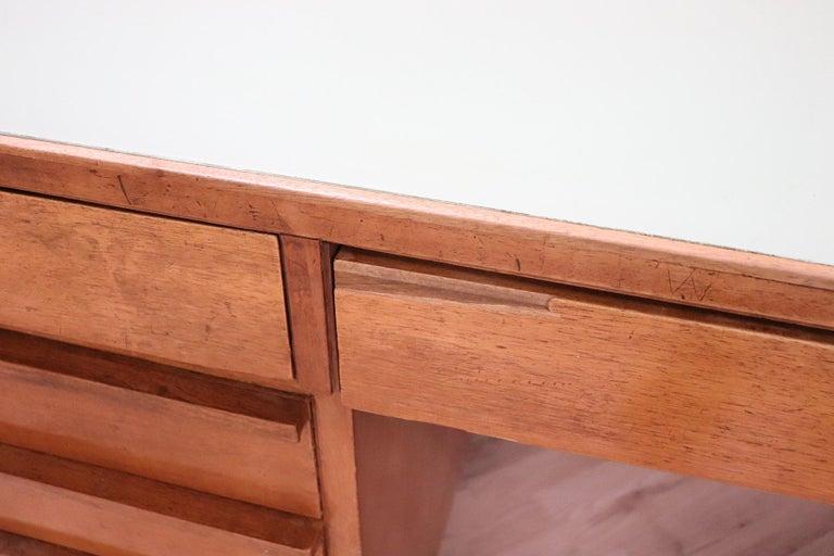 20th Century Italian Art Deco Writing Desk in Walnut Veneered and Glass Top For Sale 5