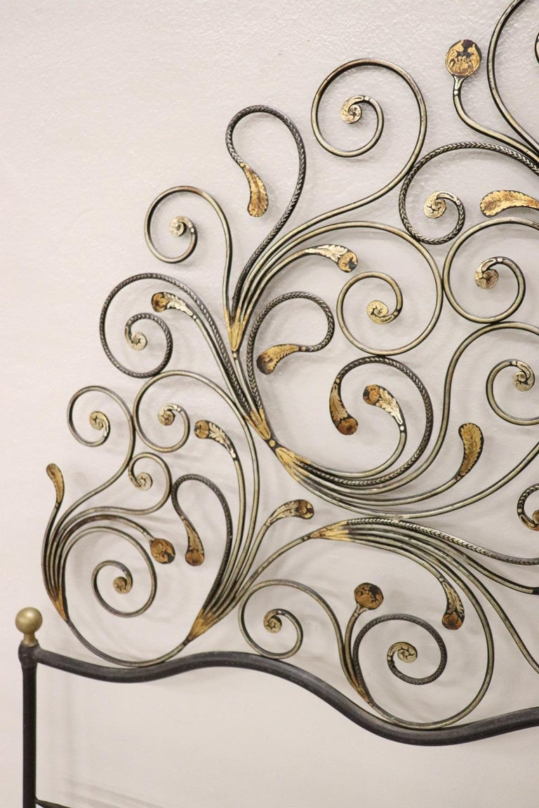 20th Century Italian Baroque Style Gilded Wrought Iron Headboard In Good Condition For Sale In Bosco Marengo, IT