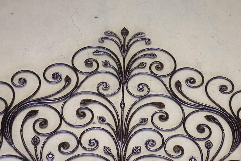 20th Century Italian Baroque Style Silvered Wrought Iron Headboard In Good Condition For Sale In Bosco Marengo, IT