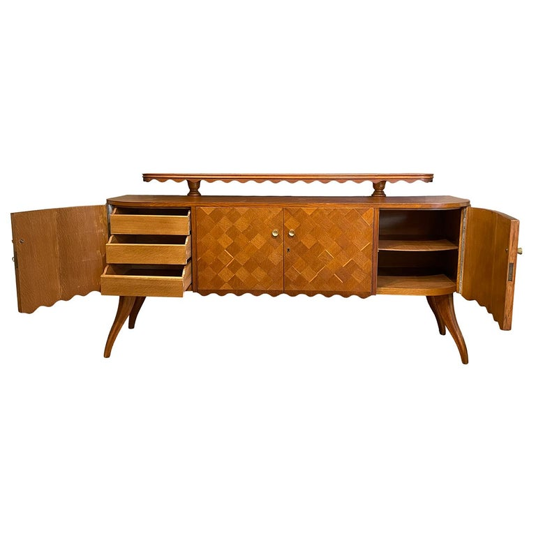 Hand-Carved 20th Century Light-Brown Italian Credenza - Oakwood Sideboard by Paolo Buffa For Sale