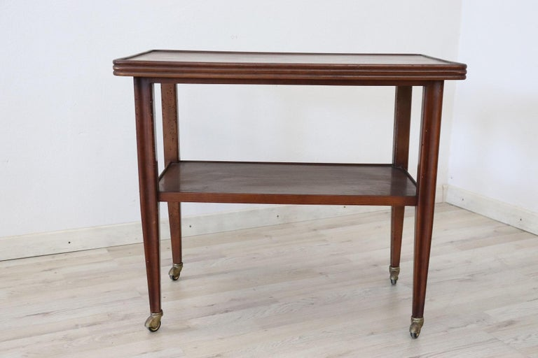 Rare drinks trolley Italian design by Osvaldo Borsani produced in Italy in the 1940s, It is made of oak wood. At the foot of the comfortable brass wheels they allow easy movement. Perfect for serving drinks to your guests.