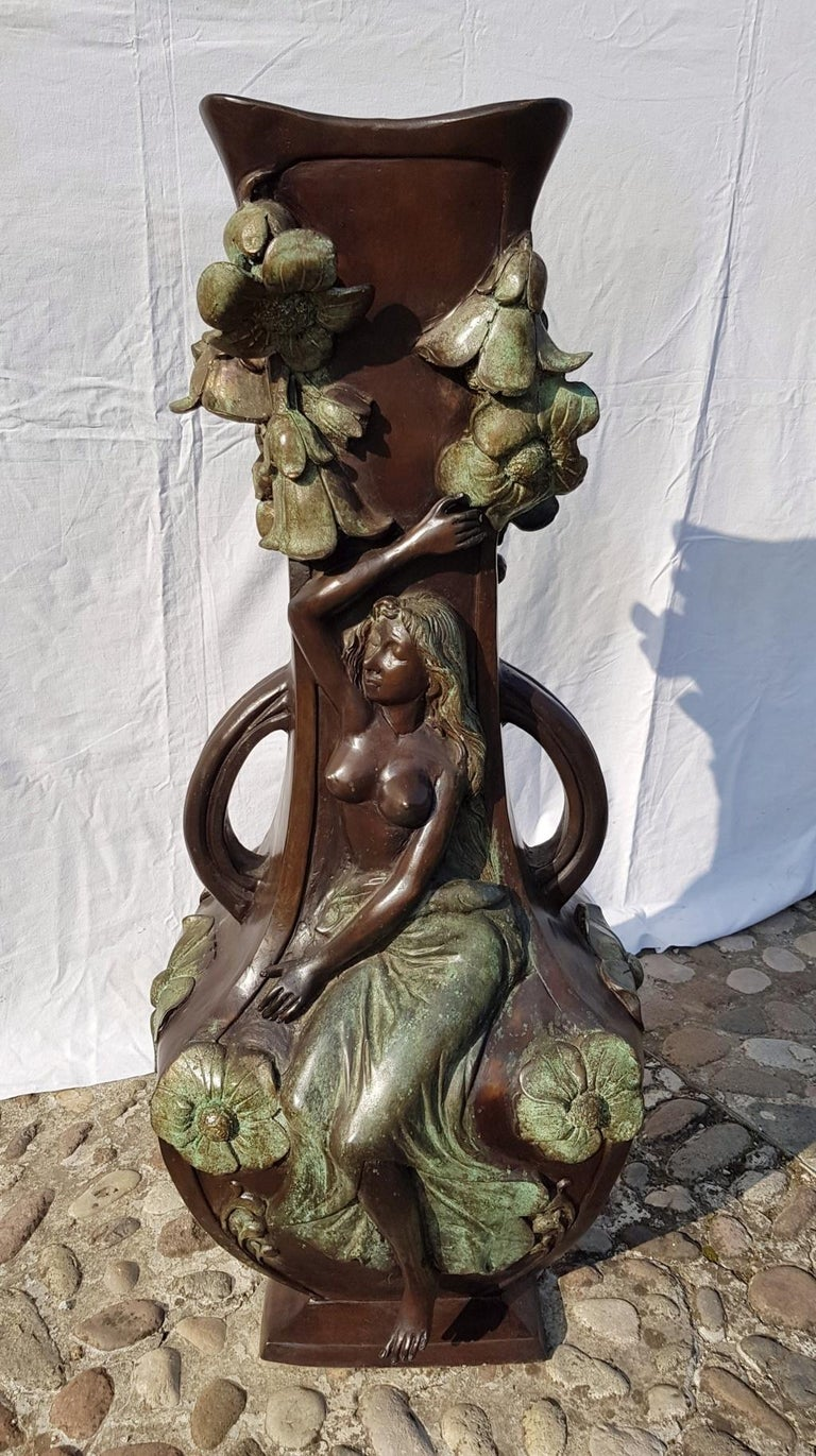 20th Century Italian Large Bronze Center Vase, Italy Liberty Art Nouveau Period In Good Condition For Sale In Varmo, IT