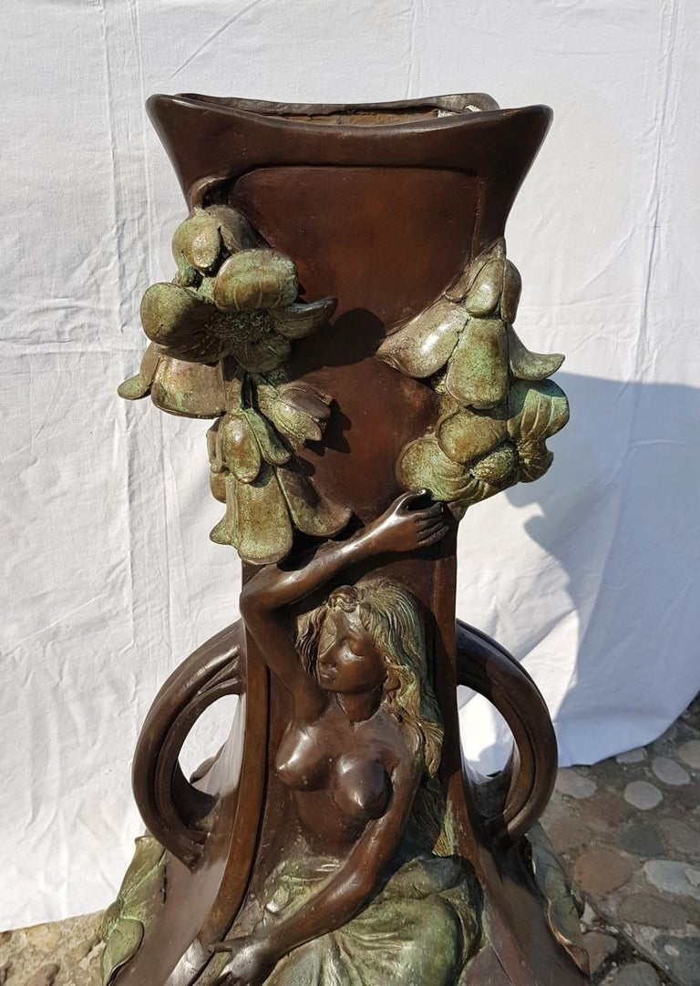 20th Century Italian Large Bronze Center Vase, Italy Liberty Art Nouveau Period For Sale 1