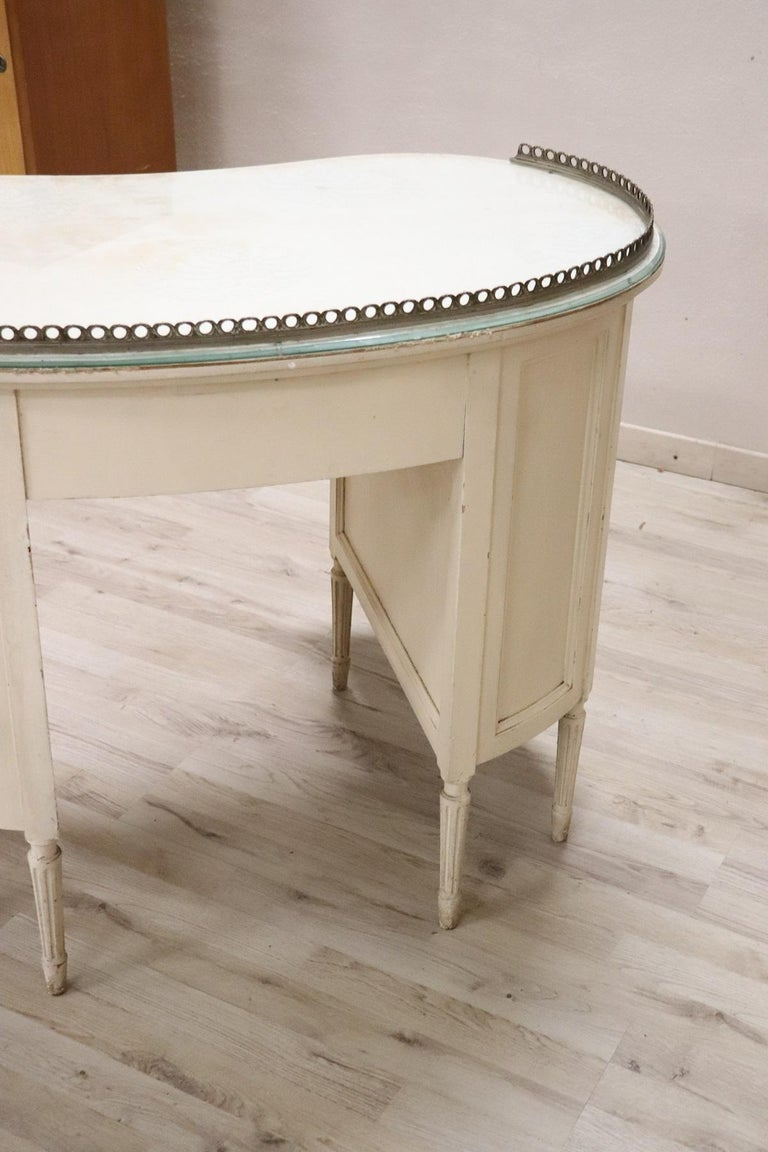 20th Century Italian Louis XVI Style Lacquered Wood Dressing Table or Desk For Sale 9