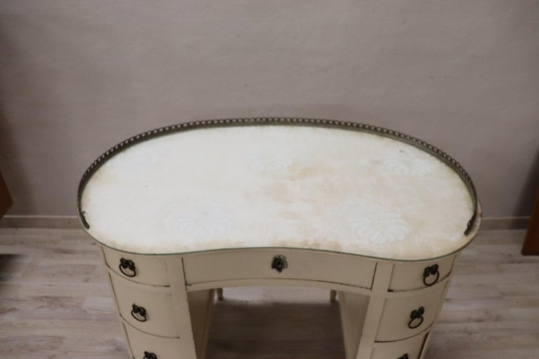 20th Century Italian Louis XVI Style Lacquered Wood Dressing Table or Desk In Good Condition For Sale In Bosco Marengo, IT