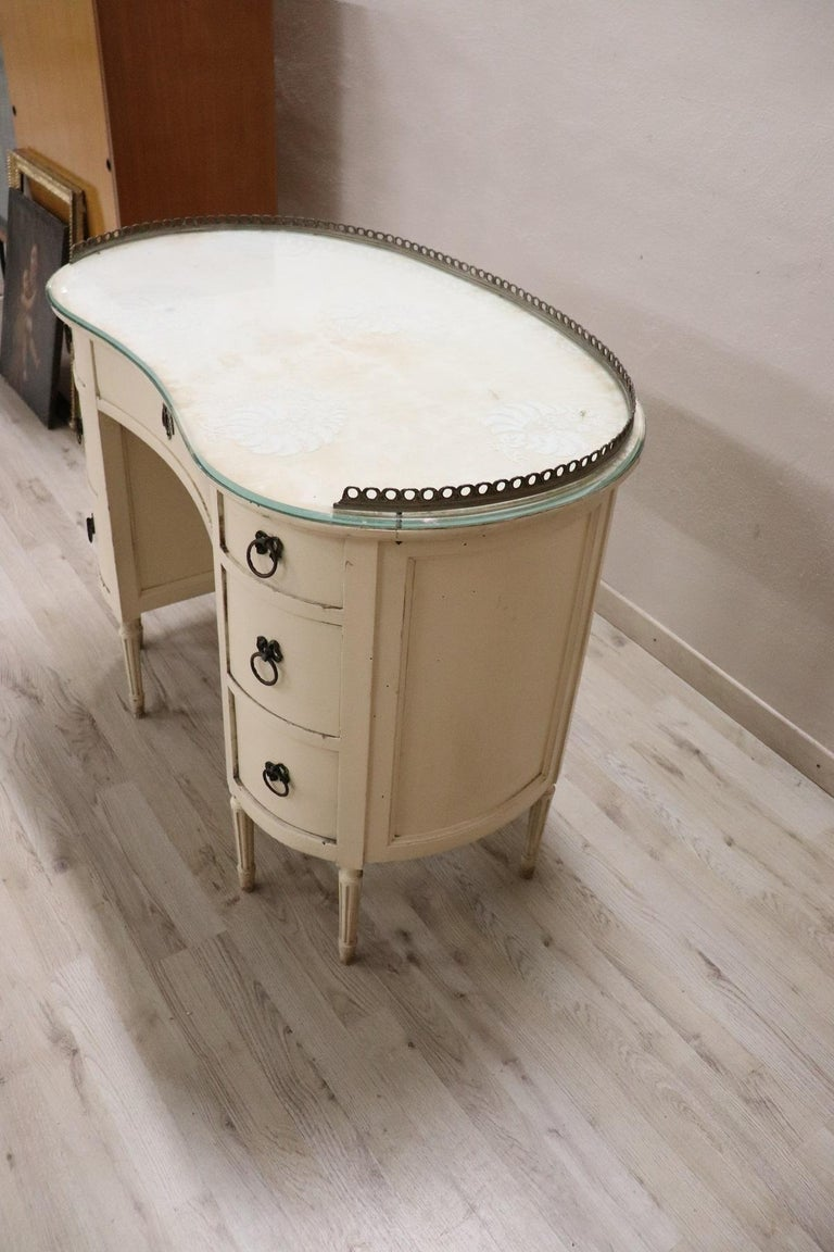20th Century Italian Louis XVI Style Lacquered Wood Dressing Table or Desk For Sale 5