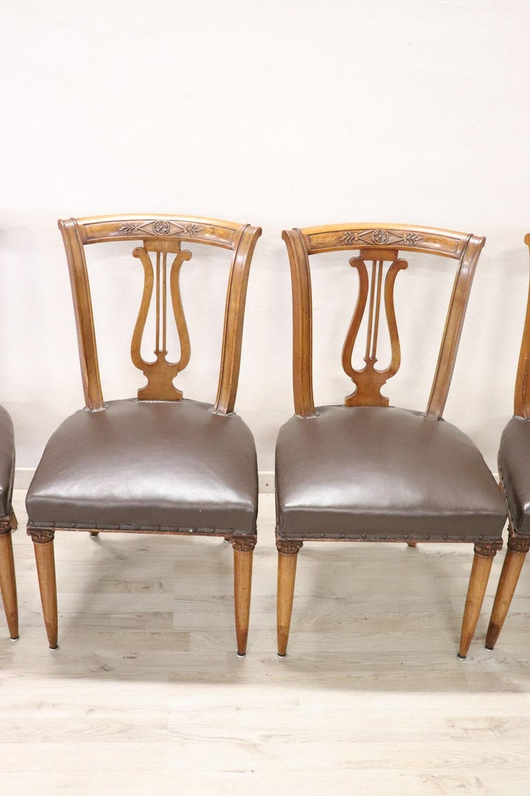 20th Century Italian Neoclassical Style Walnut Carved Set of Six Chairs In Excellent Condition For Sale In Bosco Marengo, IT