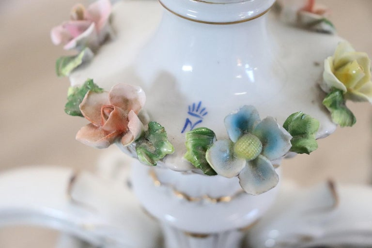 20th Century Italian Porcelain Chandelier Decorated with Flowers For Sale 1