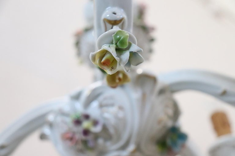 20th Century Italian Porcelain Chandelier Decorated with Flowers For Sale 2