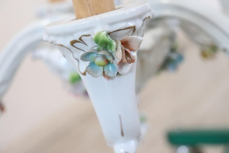 20th Century Italian Porcelain Chandelier Decorated with Flowers For Sale 4