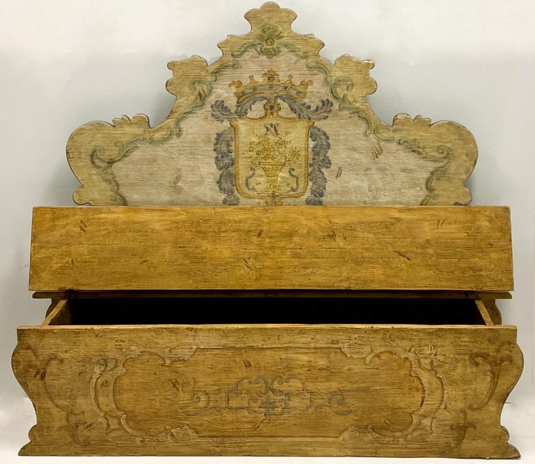 20th Century Italian Rococo Style Painted Hall Bench In Good Condition For Sale In Kennesaw, GA
