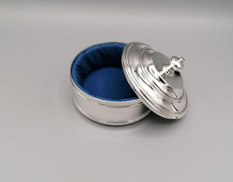 Hand-Crafted 20th Century Italian Round Sterling Silver Jewelry Box For Sale