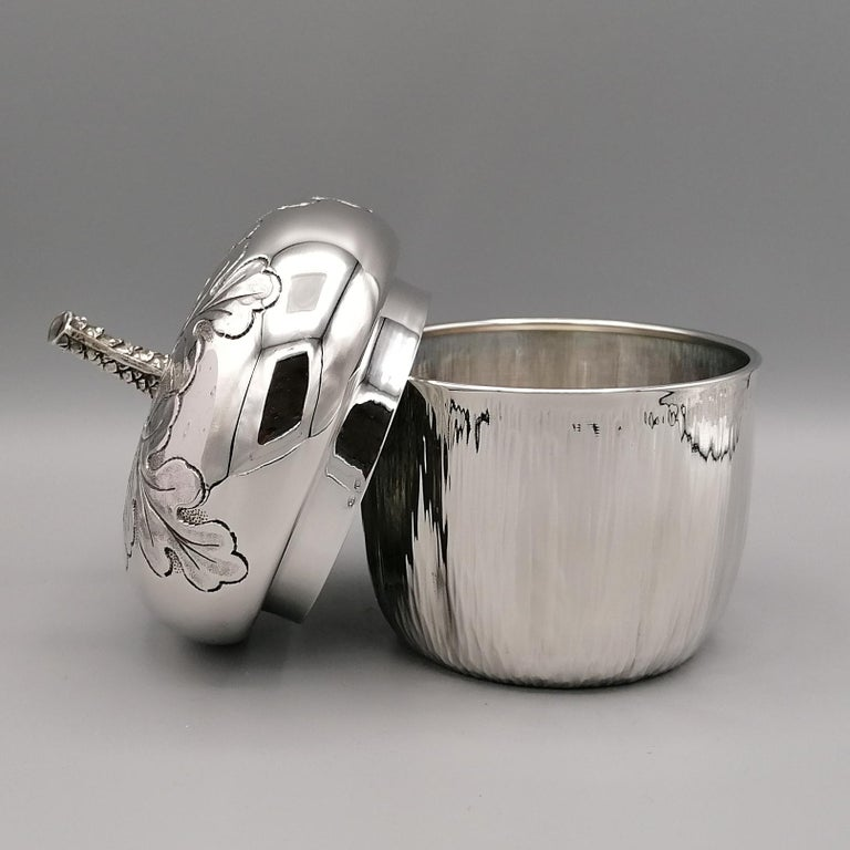 20th Century Italian Silver Box Embossed and Chiselled by Hand Acorn Shape In Excellent Condition For Sale In VALENZA, IT