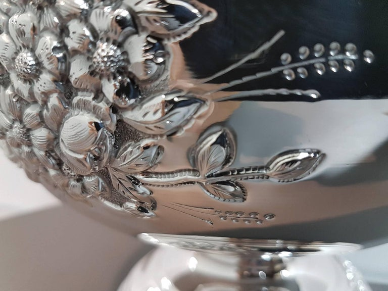 20th Century Italian Silver Centerpieces Embossed and Chiselled with Flowers For Sale 6