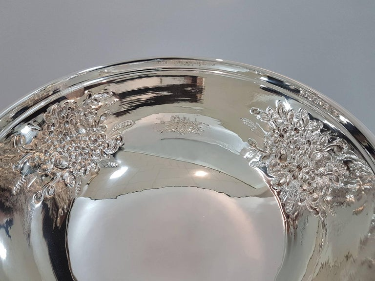 20th Century Italian Silver Centerpieces Embossed and Chiselled with Flowers For Sale 7