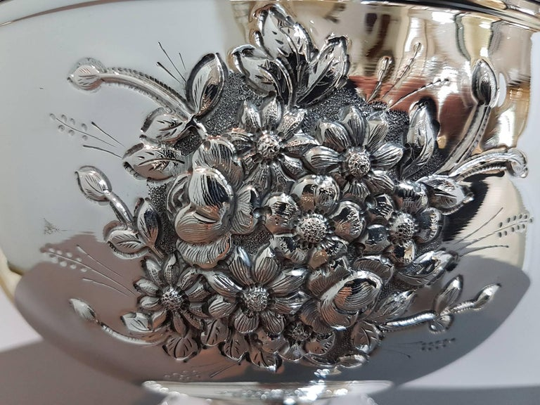 20th Century Italian Silver Centerpieces Embossed and Chiselled with Flowers In Excellent Condition For Sale In VALENZA, IT