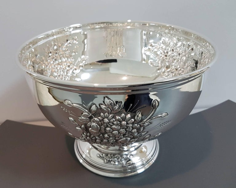 20th Century Italian Silver Centerpieces Embossed and Chiselled with Flowers For Sale 3