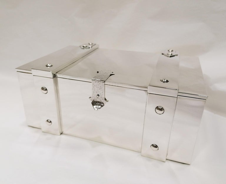 Large jewelry box in solid 925 sterling silver. The structure was made as a copy of the old wooden chests. The box is lined internally with blue velvet to ensure that the jewels stored inside remain on a soft surface. The swing closure is hammered