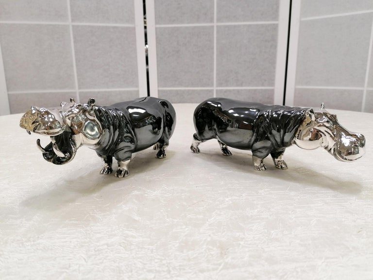 Pair of sterling silver hippos made in casting.The head and the lower part of the legs have a polished finish while the body has been burnished. The fusion is almost perfect with very few impurities given precisely by this type of processing.