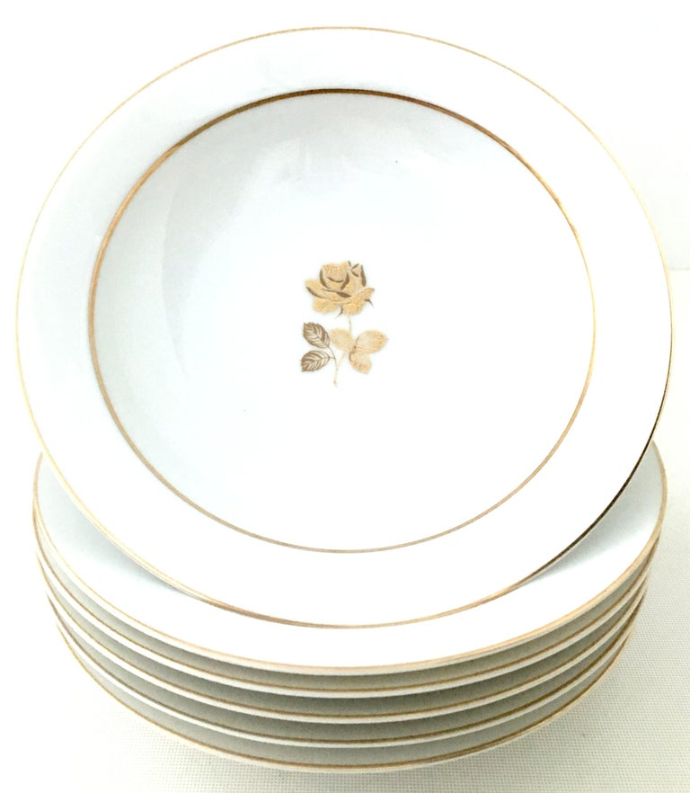 20th Century Japanese Porcelain and 22-Karat Gold Dinnerware Set of 22 by, Sango In Good Condition In West Palm Beach, FL
