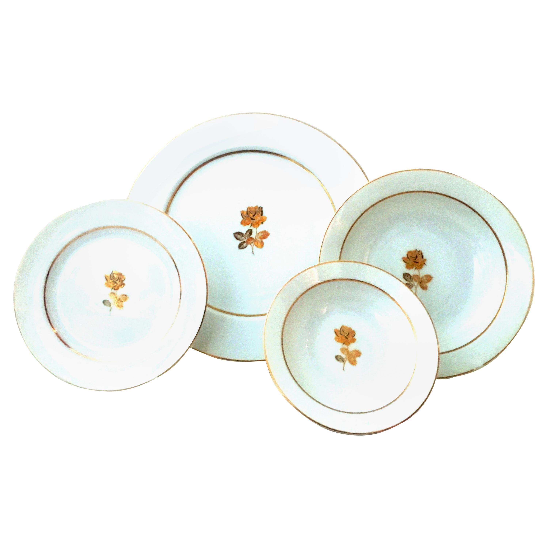 20th Century Japanese Porcelain and 22-Karat Gold Dinnerware Set of 22 by, Sango