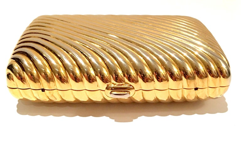 20th Century Judith Leiber Gold Gilt Ribbed Minaudière Box Clutch In Good Condition For Sale In West Palm Beach, FL