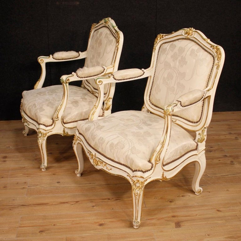 Pair of French armchairs from 20th century. Furniture in richly carved and gilded wood of beautiful size and great impact. Living room armchairs with padding in good condition. Seat height 41 cm. Fabric-covered armchairs with different signs of