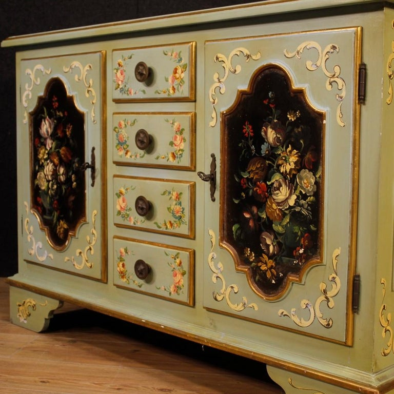 20th Century Lacquered, Gilt and Painted Wood Italian Sideboard, 1960 In Good Condition For Sale In Vicoforte, Piedmont
