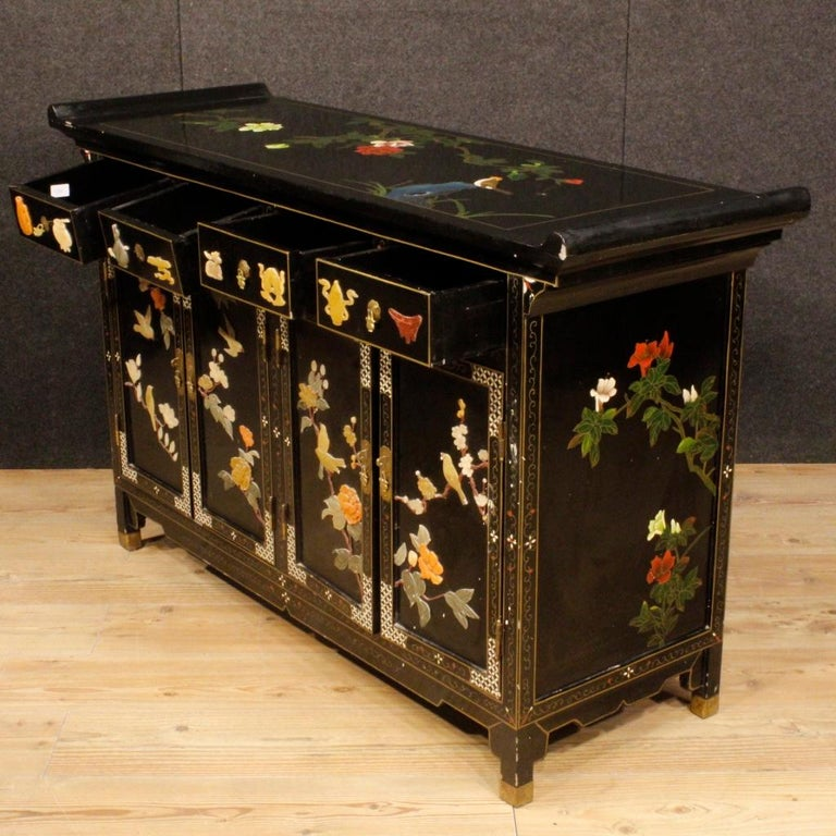 20th Century Lacquered Painted and Carved Wood Chinese Sideboard, 1960 For Sale 2
