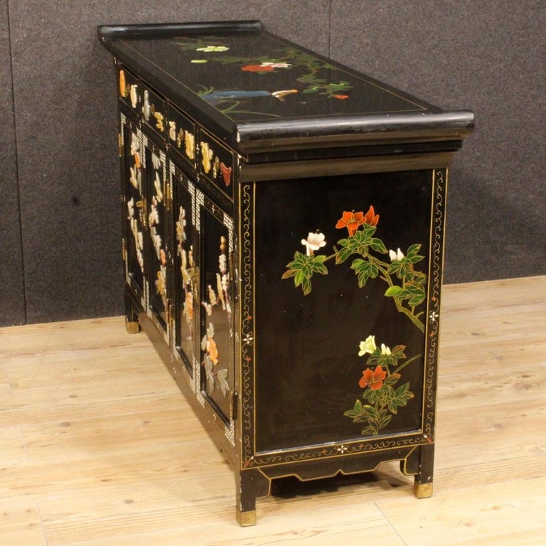 20th Century Lacquered Painted and Carved Wood Chinese Sideboard, 1960 For Sale 4