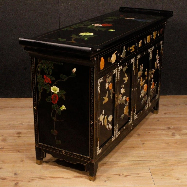 20th Century Lacquered Painted and Carved Wood Chinese Sideboard, 1960 For Sale 5