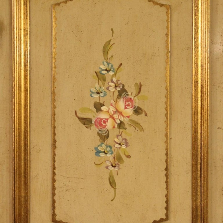 20th Century Lacquered Painted and Giltwood Italian Wardrobe, 1960 In Good Condition For Sale In Vicoforte, Piedmont
