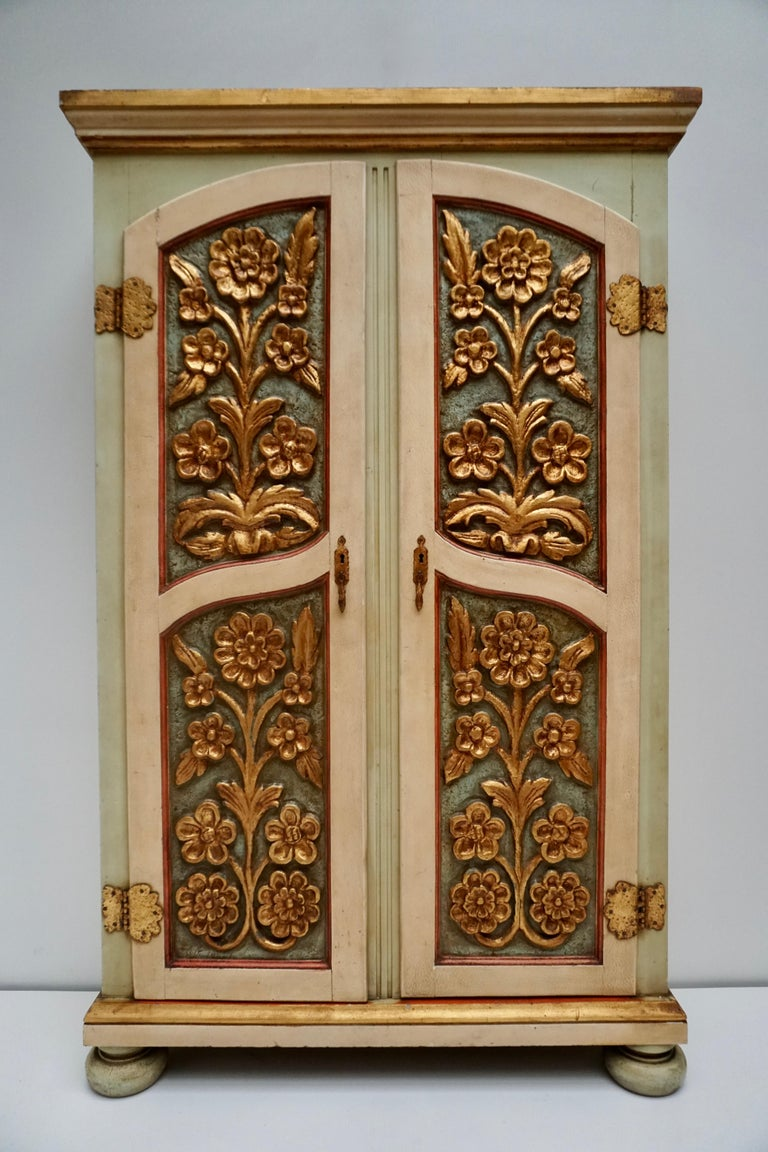 Rare Italian wardrobe, bookcase from 20th century. Furniture in carved, lacquered, gilded and hand painted wood with very pleasant floral decorations. Entrance cabinet with two doors, internally equipped with four wooden hangers. Wardrobe of