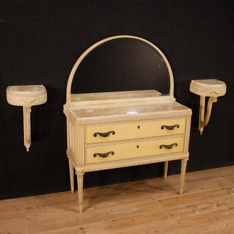 Pair of Italian bedside tables from the 1960s. Furniture in carved and lacquered wood of particular shape and construction. Wall-mounted nightstands fitted with a frontal drawer and marble top of reasonable capacity and service. Furniture that is