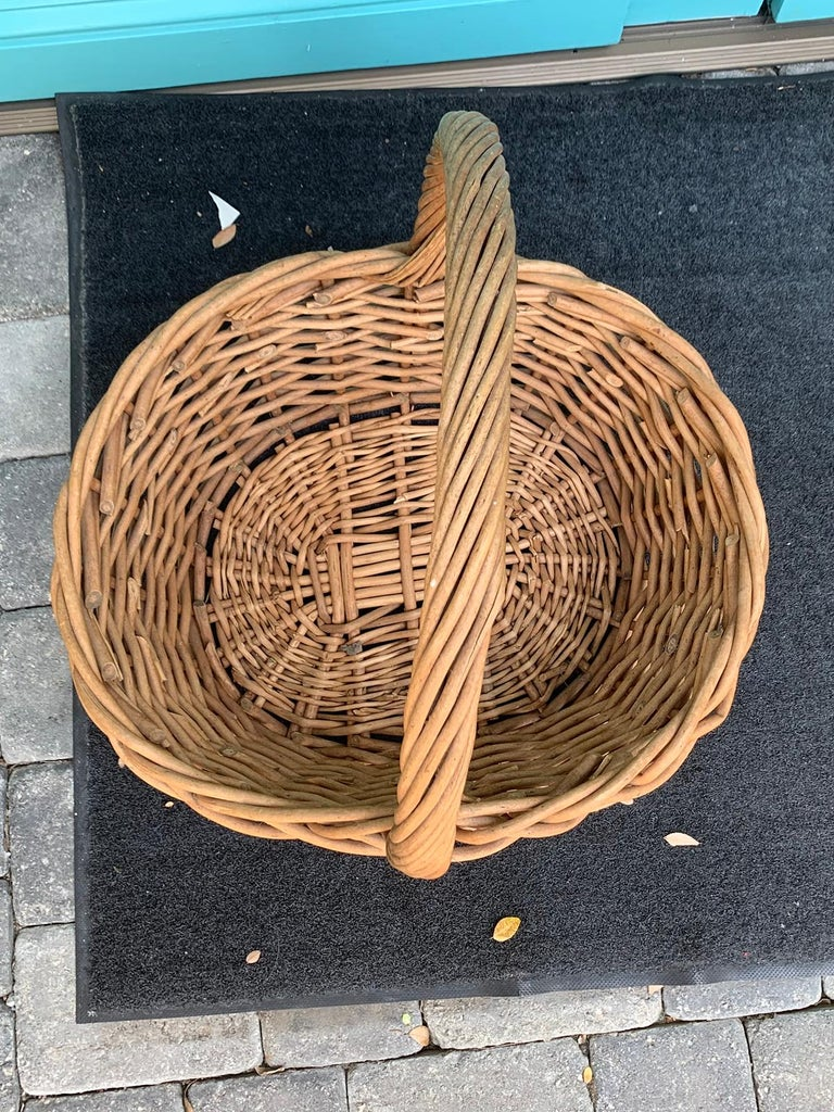 20th Century Large Woven Basket In Good Condition For Sale In Atlanta, GA