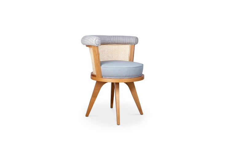 George is one of the wood tailors club's bestsellers.  George dining chair is made in solid walnut wood with rigorous handcraft expertise and its round seat upholstered in linen. Along with carefully selected wood, George is enriched with the
