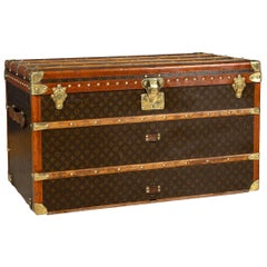 20th Century Louis Vuitton Courier Trunk In Monogram Canvas, Paris, circa 1930