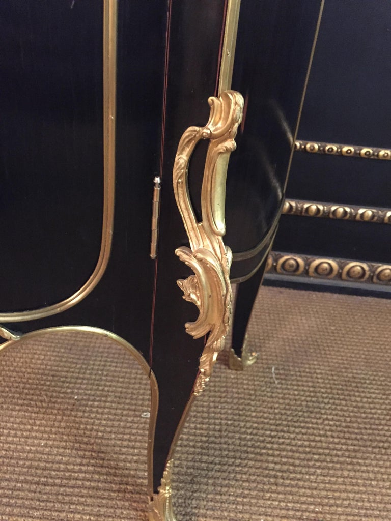 20th Century Louis XV Style Black Polished Salon Vitrine For Sale 7