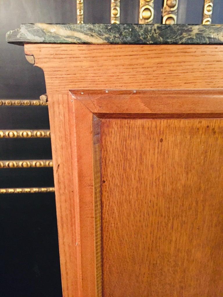 20th Century Louis XV Style Black Polished Salon Vitrine For Sale 10