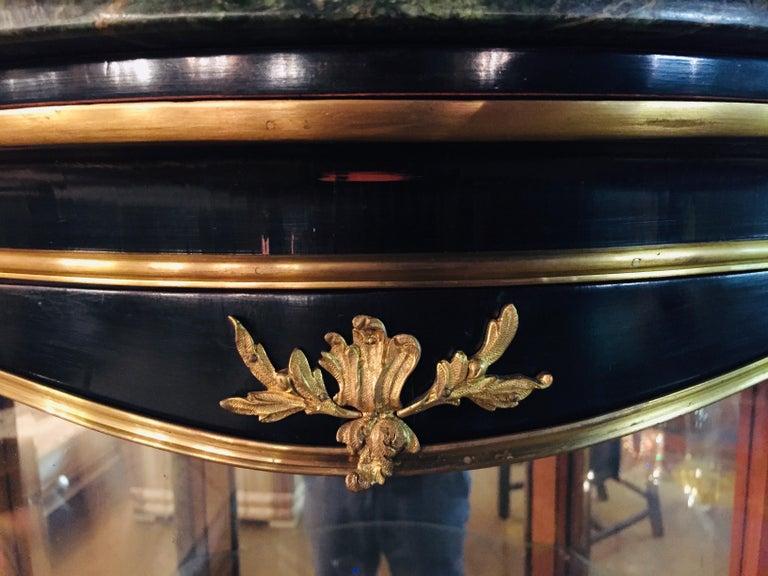 20th Century Louis XV Style Black Polished Salon Vitrine For Sale 3