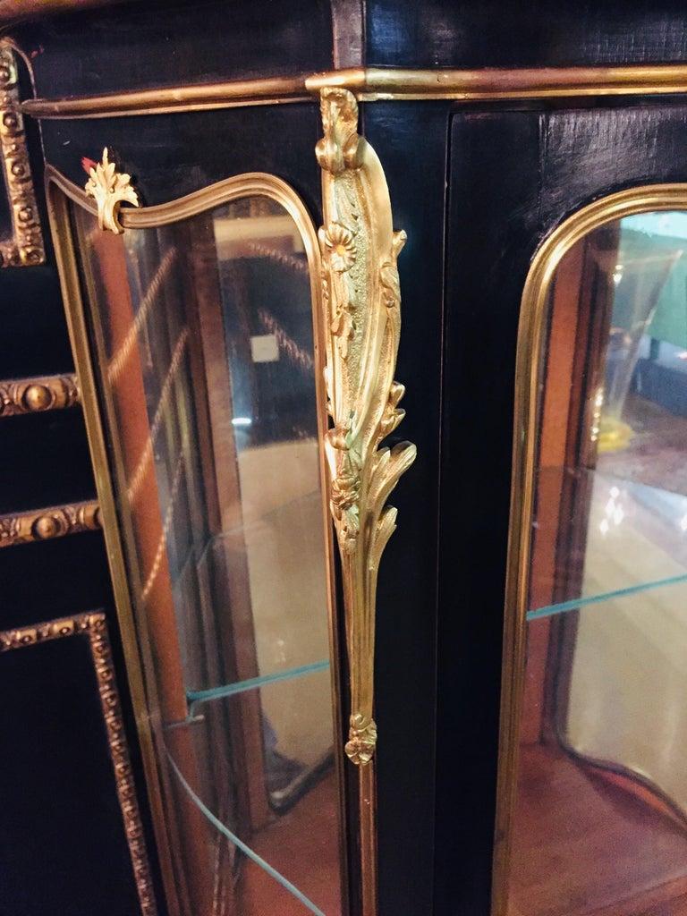 20th Century Louis XV Style Black Polished Salon Vitrine For Sale 4