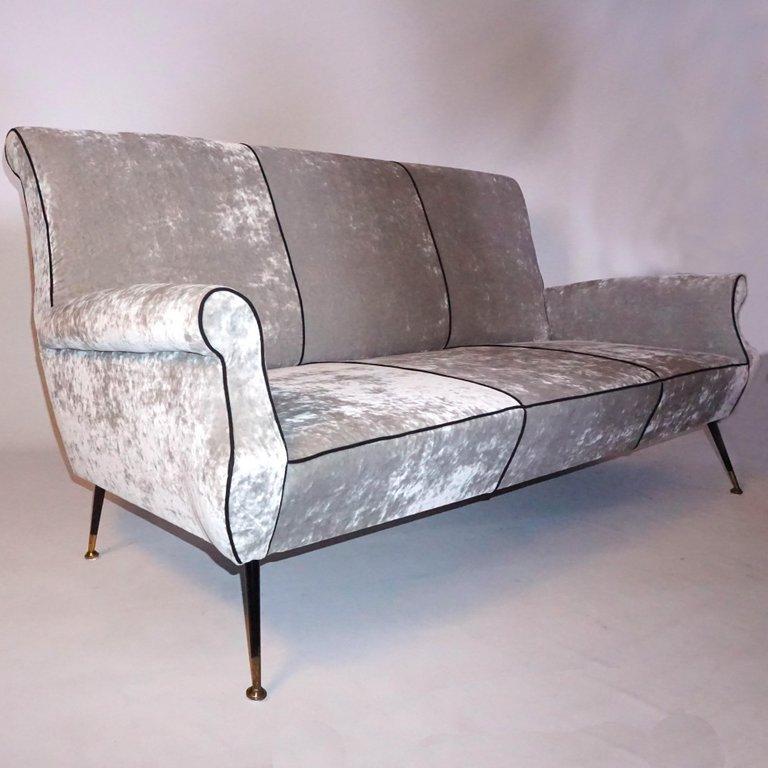 Hand-Crafted 20th Century Italian Minotti Living Room Set by Gigi Radice For Sale