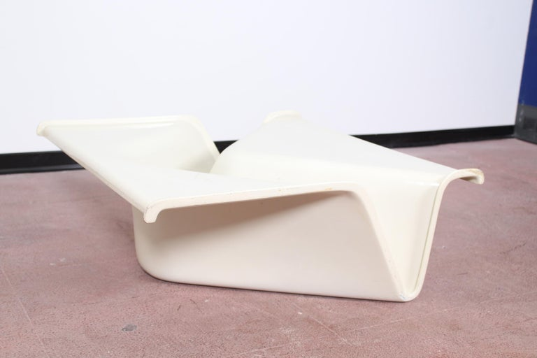 Molded 20th Century Design by Cesare Leonardi  White Fiberglass Coffee Table Italy 70s