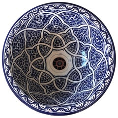 20th Century Moroccan Hand Painted Round Ceramic Sink in White and Blue