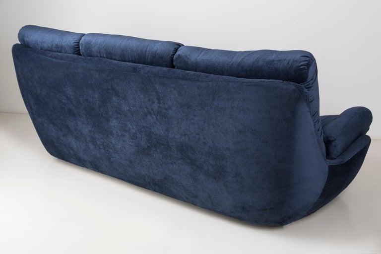 Hand-Crafted 20th Century Navy Blue Velvet Atlantis Sofa, 1960s For Sale