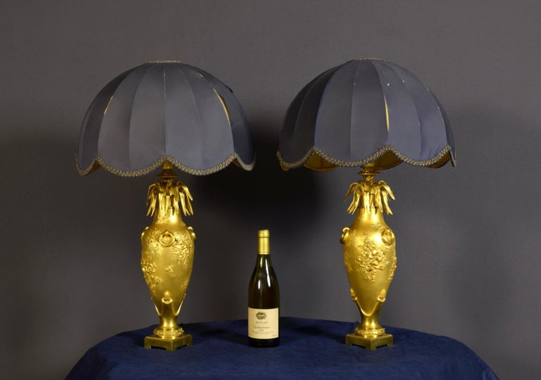 20th Century Pair of French Chiselled and Gilt Bronze Lamps In Good Condition For Sale In , IT