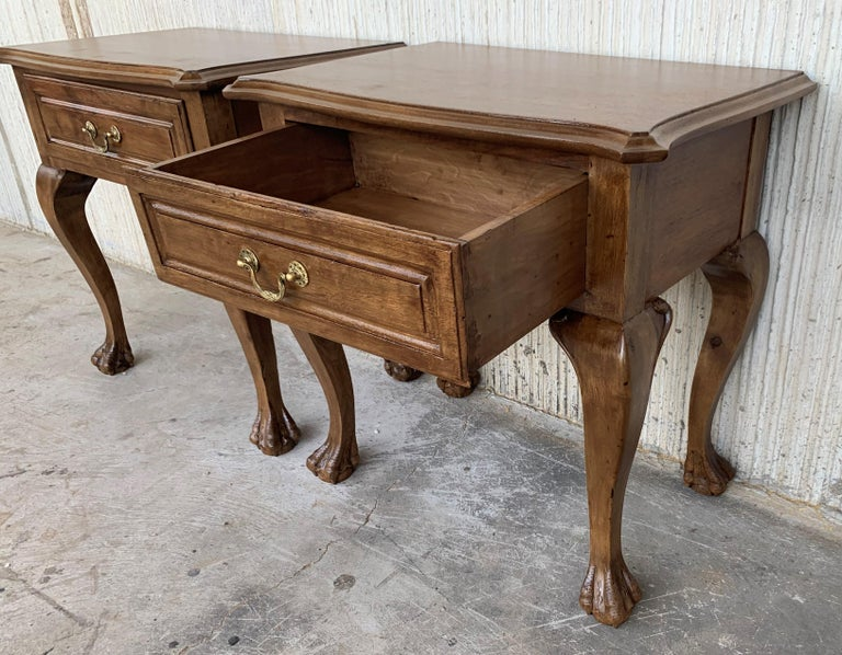 European 20th Century Pair of French Nightstands with One Drawer and Claw Feet For Sale
