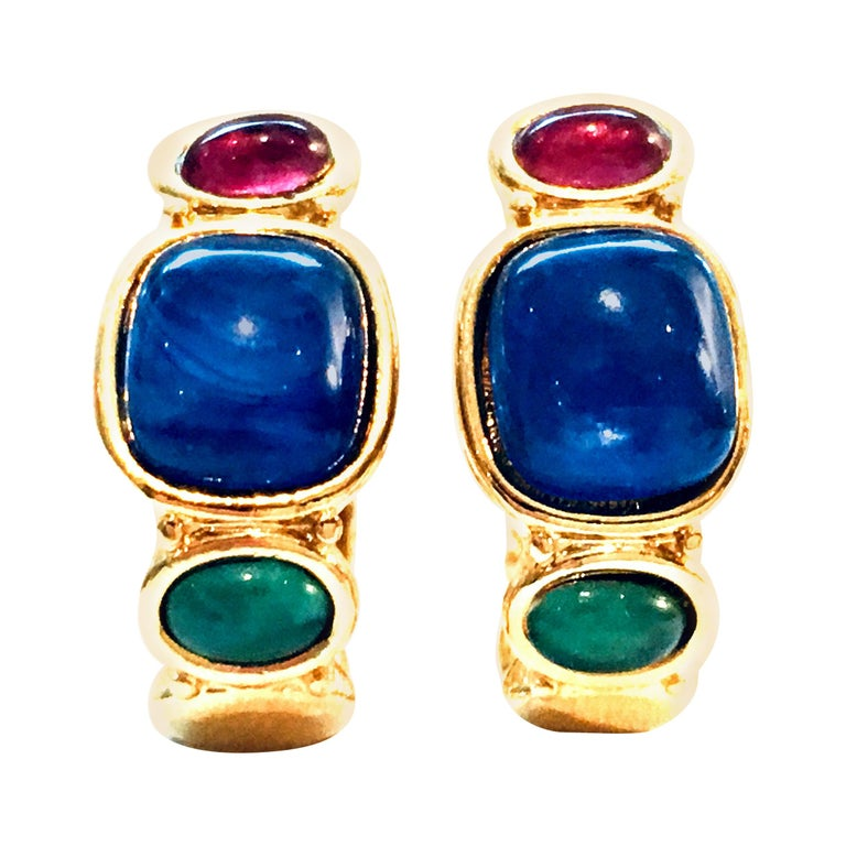20th Century Pair Of Gold Plate & Molded Glass Hoop Earrings By, Trifari For Sale