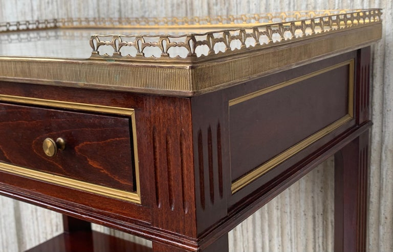 20th Century Pair of Louis XVI Style Marble-Top, Bronze and Walnut Nightstands For Sale 2