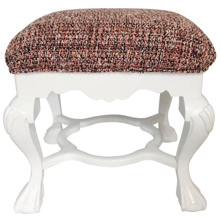 American 20th Century Pair of Queen Anne Style Mahogany Boucle Upholstered Benches For Sale
